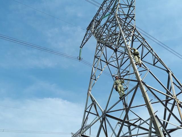 Giá điện mới, hàng chục triệu hộ dân soi lại hoá đơn hàng tháng…