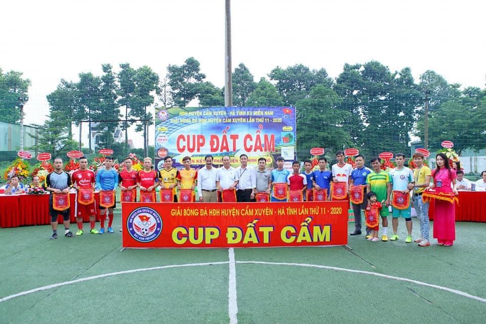 CUP ĐẤT CẨM - Giải bóng đá HĐH H. Cẩm Xuyên - Hà Tĩnh tại KV Phía Nam.