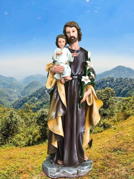 Tượng Thánh Giuse Hoa Huệ- T. Giuse Bế Chúa cổ điển đẹp tại Beconi. Được triển khai trên quy trình vẽ màu thủ công Tượng Thánh Giuse tại Beconi sống động.