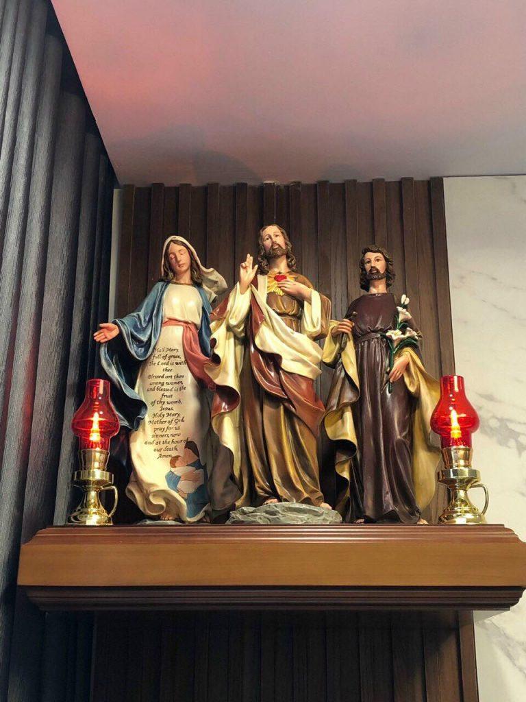 Tượng Thánh Tâm Chúa / Chúa Trái Tim Cổ điển cao cấp. Được sử dụng nguyên liệu Polyresin và vẽ màu ngoại nhập.  Tượng Thánh Tâm Chúa / Chúa Trái Tim có kích thước 30 cm, 40 cm, 50 cm, 60 cm, 80 cm...