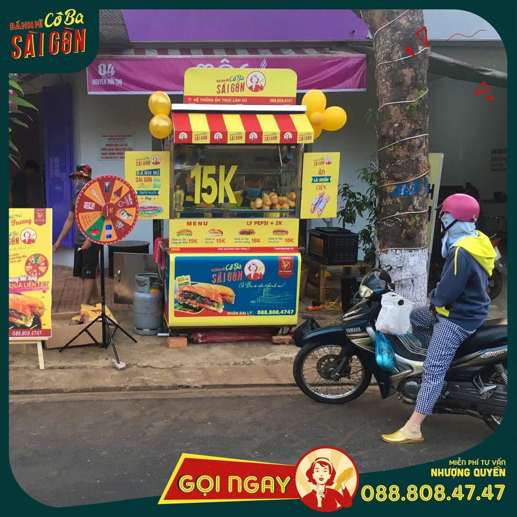 Nhượng quyền kinh doanh Hamburger Ông Tây | Bánh Hamburger hay có người gọi là bánh mì Hamburger là một món ăn khá tây, nhưng được người Việt Nam khá ưa chuộng. Bánh mì Hamburger có thể dùng cho bữa sáng, bữa trưa, bữa tối, bữa xế và có thể là ăn vặt. Vì tính phổ biến của bánh mì Hamburger nên việc kinh doanh bánh mì Hamburger được nhiều người quan tâm. Đặc biệt là việc kinh doanh nhượng quyền được nhiều người quan tâm do chi phí đầu tư thấp, được hưởng lợi từ thương hiệu ban đầu, cũng như tốc độ triển khai nhanh.nhượng quyền bánh mì thương hiệu bánh mì kinh doanh nhượng quyền thịt cô ba sài gòn giá rẻ lâm vũ group