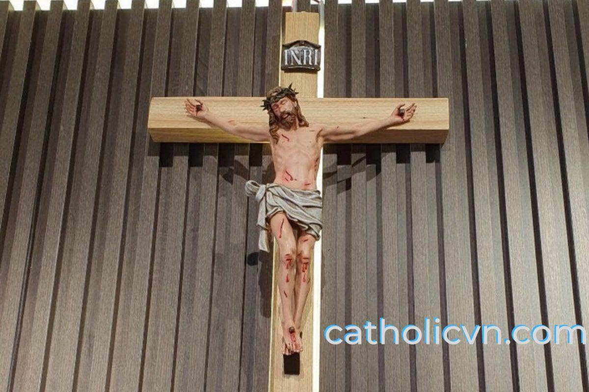 Bàn thờ Công Giáo tối thiểu cần có những gì